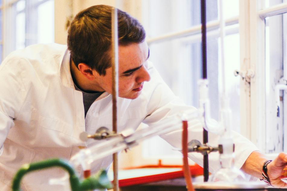 Filmische Vorstellung der Fachbereiche Chemie und Physik